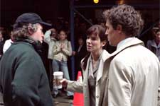 "Director MARC LAWRENCE with actors SANDRA BULLOCK and HUGH GRANT on location in New York City for Castle Rock Entertainment's romantic comedy ""Two Weeks Notice,"" distributed by Warner Bros. Pictures. ©2002 Warner Bros"
